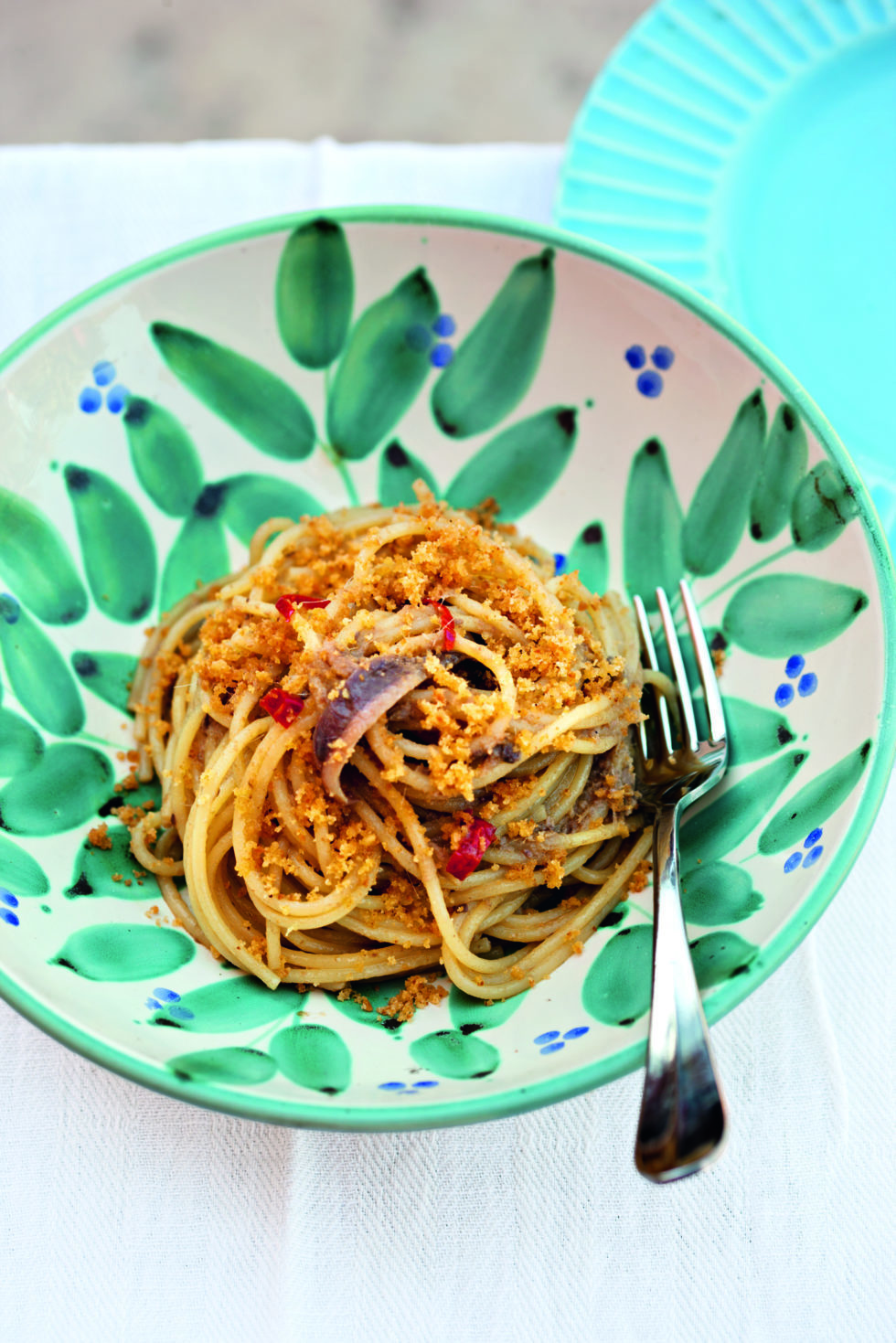 Pasta con acciughe e mollica (Pasta with anchovies and breadcrumbs)